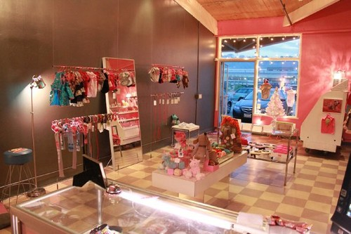 AnnaBee's Doggie Boutique